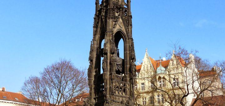 Smetanovo nábreží: Monument to František I