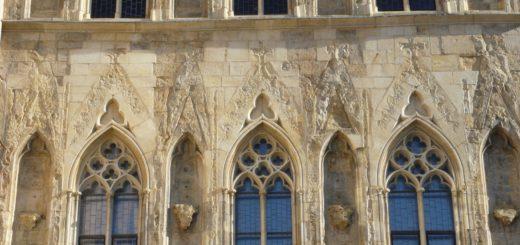 Staroměstské náměstí 605/13: House of the Stone Bell
