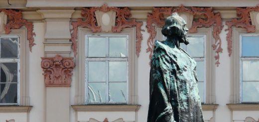 Staroměstské náměstí: Jan Hus Memorial